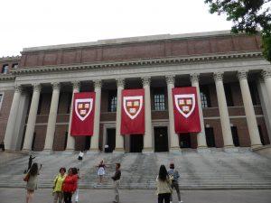"""Das Motto von Harvard ist """"Wahrheit"""". Hier die Bibliothek mit über 1 Million Bänden!!"""