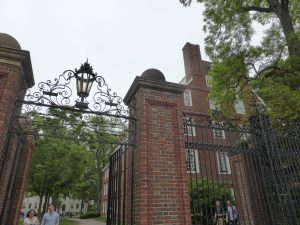 Eingang zum Harvard-Campus.
