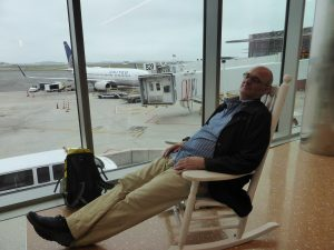 Das hat doch was: Schaukelstühle auf dem Flughafen.