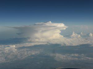 """Im Wetterbericht würde es schon mal erklärt: die Gewitterwolke """"Amboss"""", hier klasse zu sehen."""