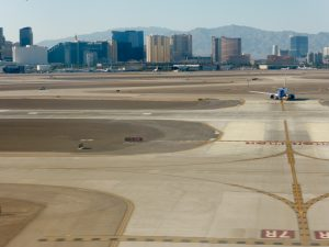 Vom Flughafen in Las Vegas aus fotografiert > der Sunset Strip.