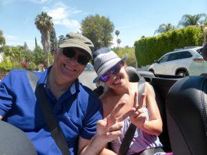 Mit Emma im Cabrio hinten sitzen und die Damen fahren lassen...