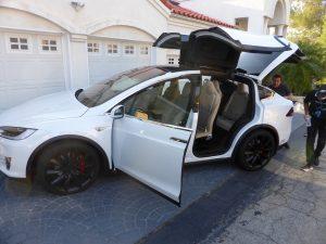 Voila - der Tesla > ein geiles Auto!!