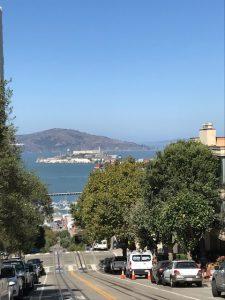 Blick auf Alcatraz und dahinter Angel Island, man sieht hier mal, wie steil es da runter geht.