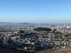 Das grüne ist der Buena Vista Park bei Haight Ashbury, in der Bay ganz klein > Alcatraz, dahinter Angel Island.
